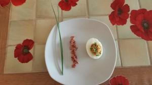 Oeuf mimosa, lardons et ciboulette terminés
